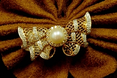18k YG Diamond & Pearl Broach